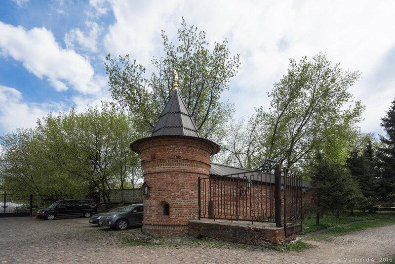 Башня Крутицкого подворья с часовней