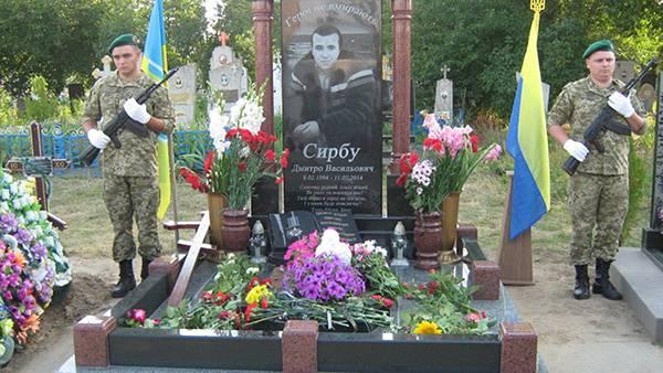 """""""Не делайте из меня маменькиного сыночка"""", - сказал Дима и пошел в АТО"""": В одессе почтили память погибшего два года назад пограничника Дмитрия Сырбу"""
