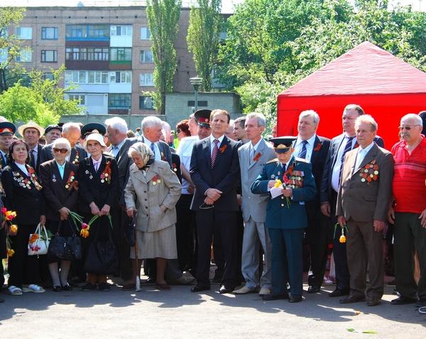 9 мая 2010 год, Алчевск.Ветераны с руководством Алчевского металлургического ккомбината и Коксохимического завода