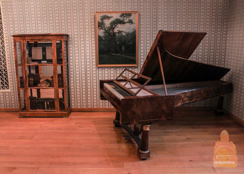 Пианино в замке Брунсвик