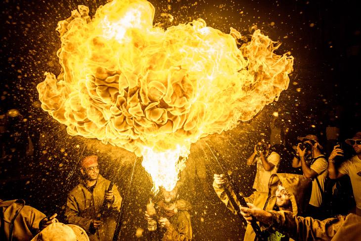 1. Праздник Санта-Текла превращает город в большую культурно-развлекательную площадку, где сост