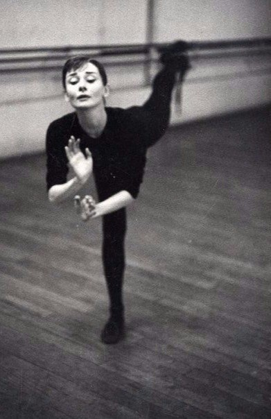 Одри Хепберн. Париж, 1956