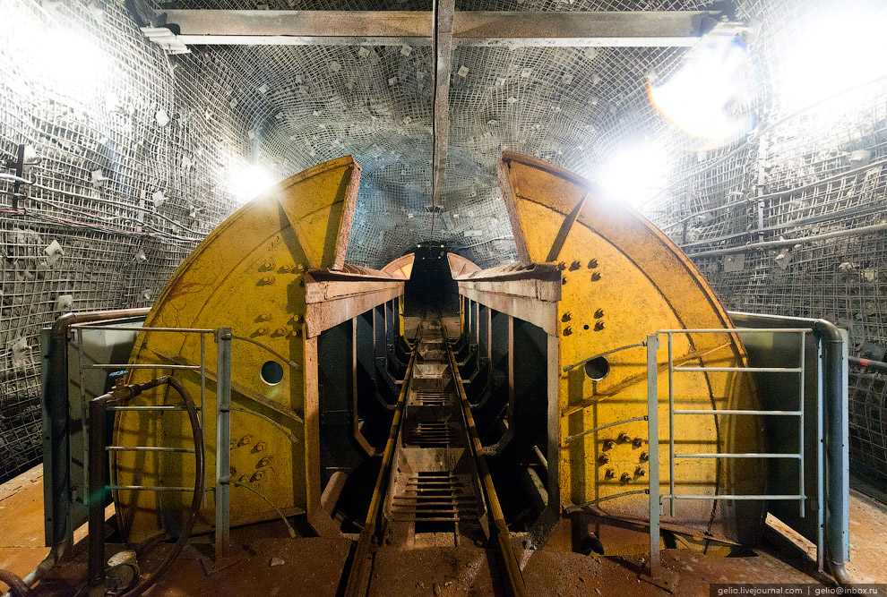 30. В этой шахте будет применен механизм трех подъемников. Это поможет на 15% снизить стоимость