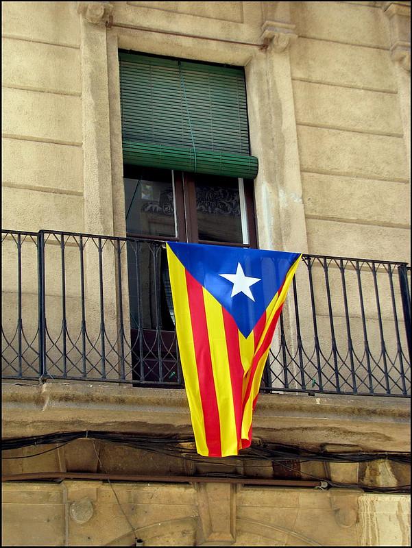 1. Доказывать местным жителям, что Каталонии лучше оставаться частью Испании В ответ вы гарантирован