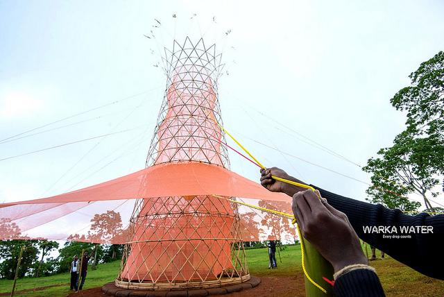 Форма башни тоже неслучайна: она напоминает деревья варка, произрастающие вЭфиопии. Это символ един
