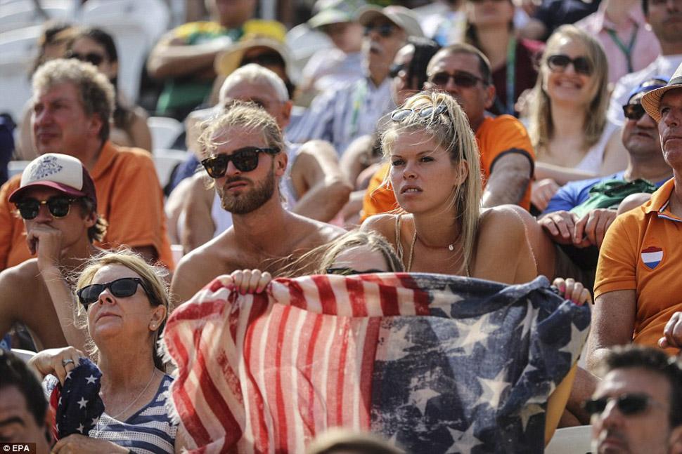 Поклонники сборной США расстроены исходом игры против сборной Польши.