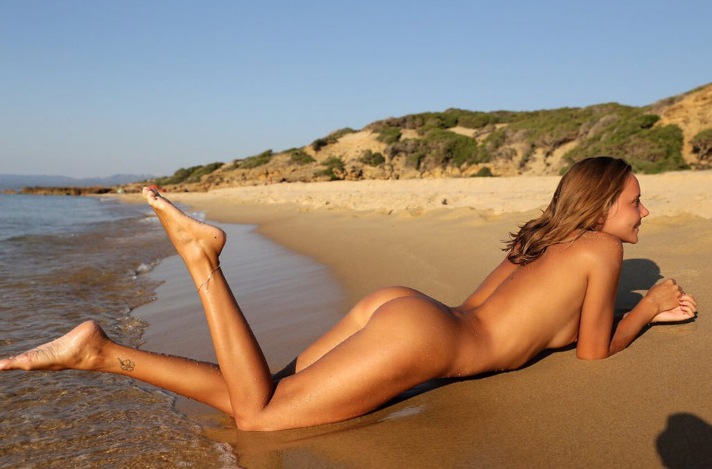 Naked Woman On The Beach Stock Of Erotic Spangbang 1
