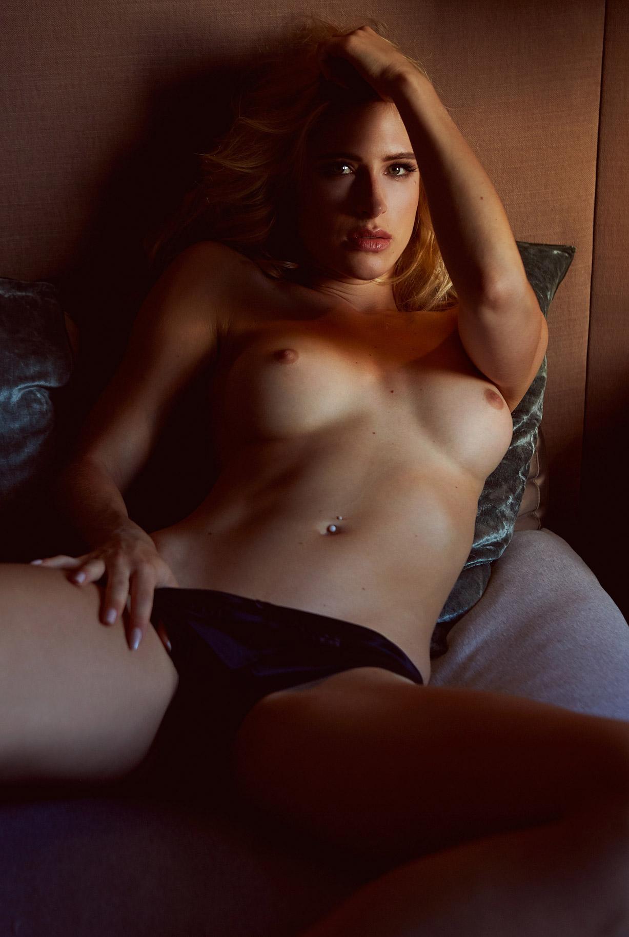 Девушка месяца Леа Гетц / Lea Gotz - Playboy Germany november 2016 playmate
