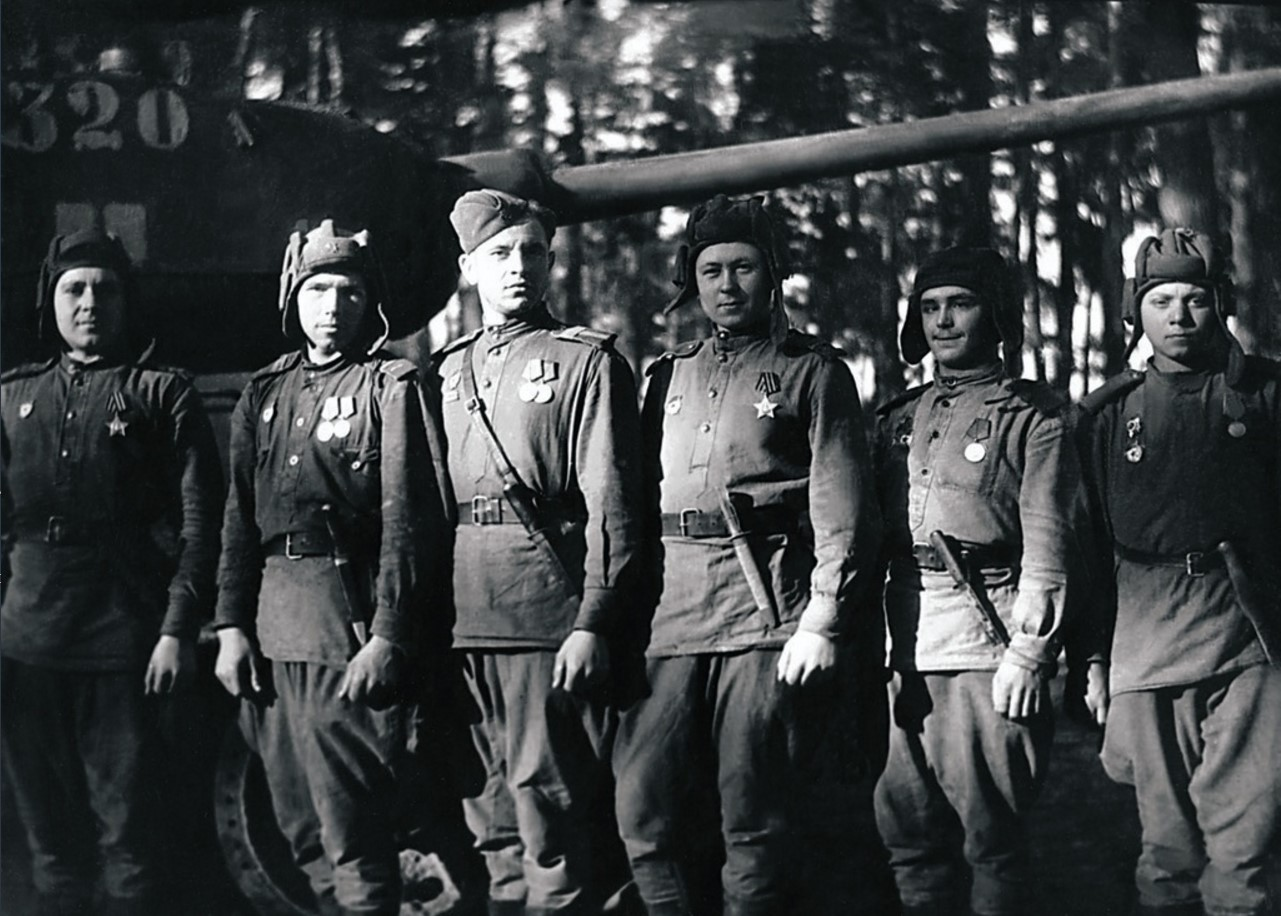 Комсорги танковых батальонов 63-й гвардейской Челябинской танковой бригады