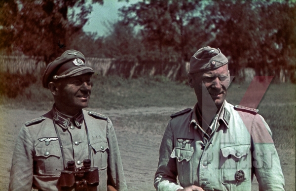 stock-photo-ukraine-1941-9th-panzer-division-1941-wehrmacht-cavalry-officers-medical-doctors-binoculars-dust-dirt-summer-12307.jpg