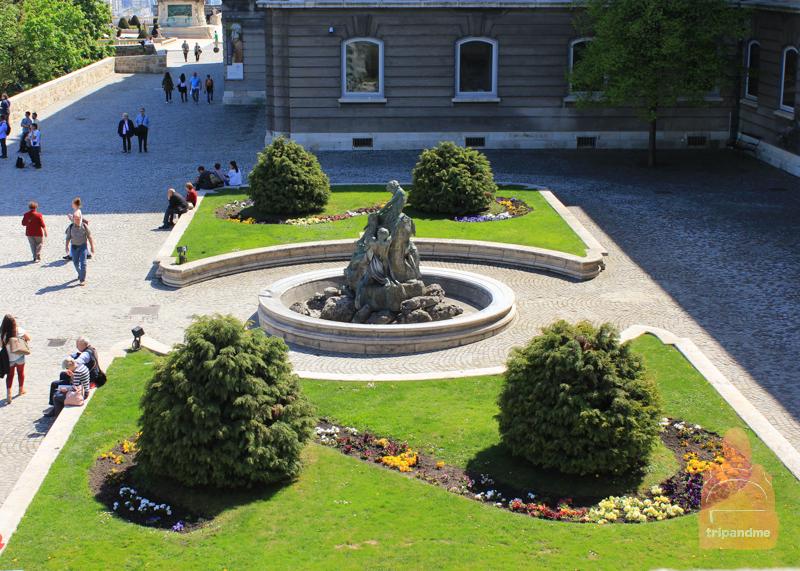 Памятники в Будайской крепости