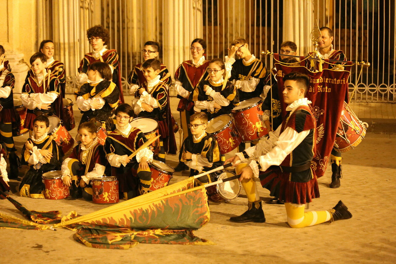 Musici e Sbandieratori di Noto spectacle