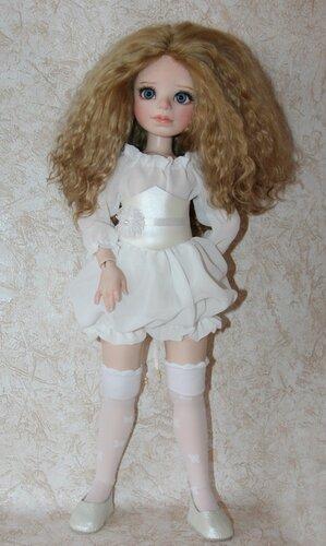 Девочка в белом