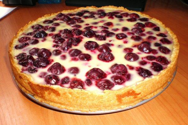 Невероятно вкусно! Готовим самый быстрый вишневый пирог в мире (4 фото)