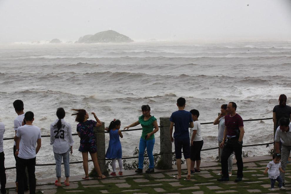 5. Временами высота волн достигает 10 метров.