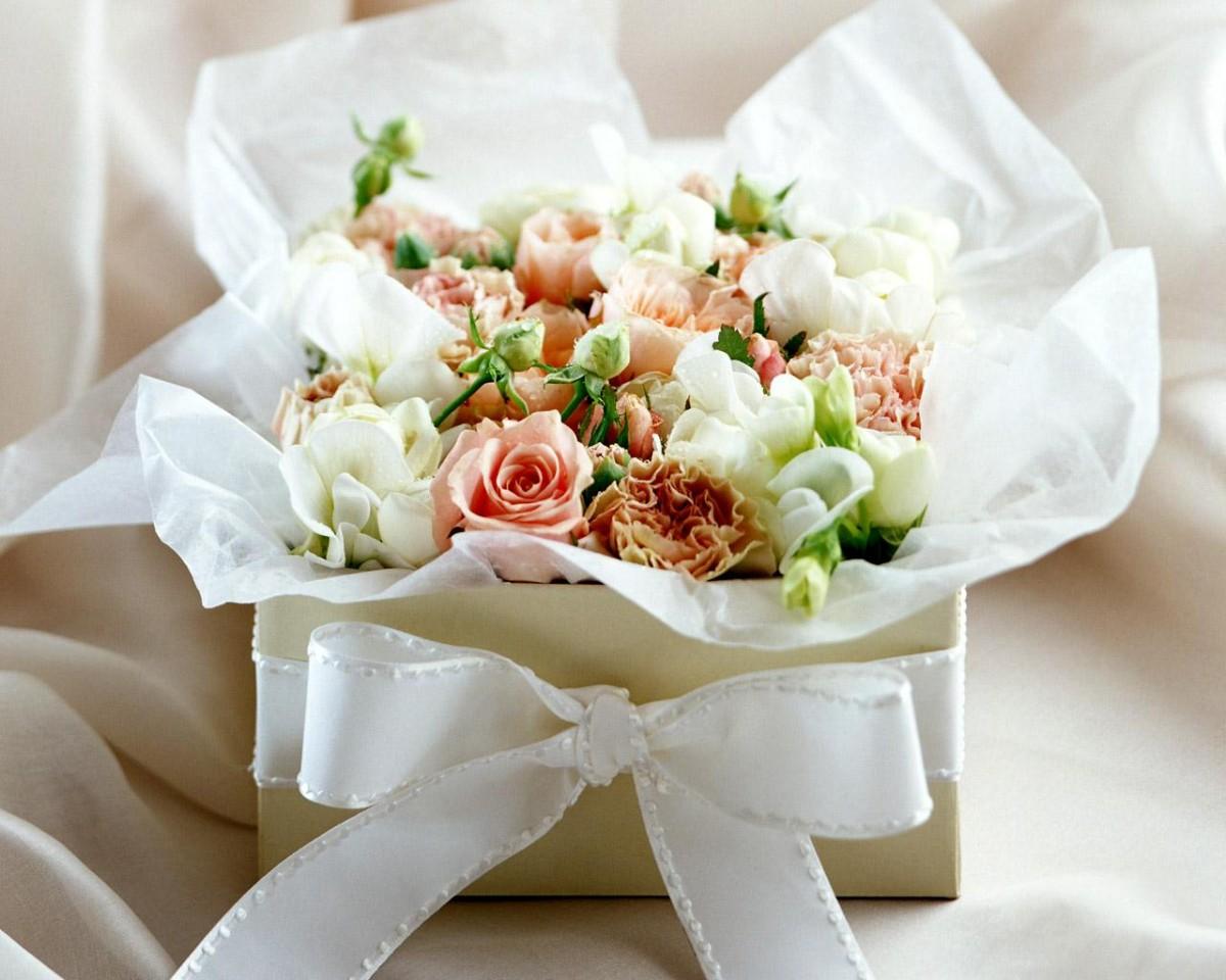 Как оригинально упаковать букет цветов (1 фото)