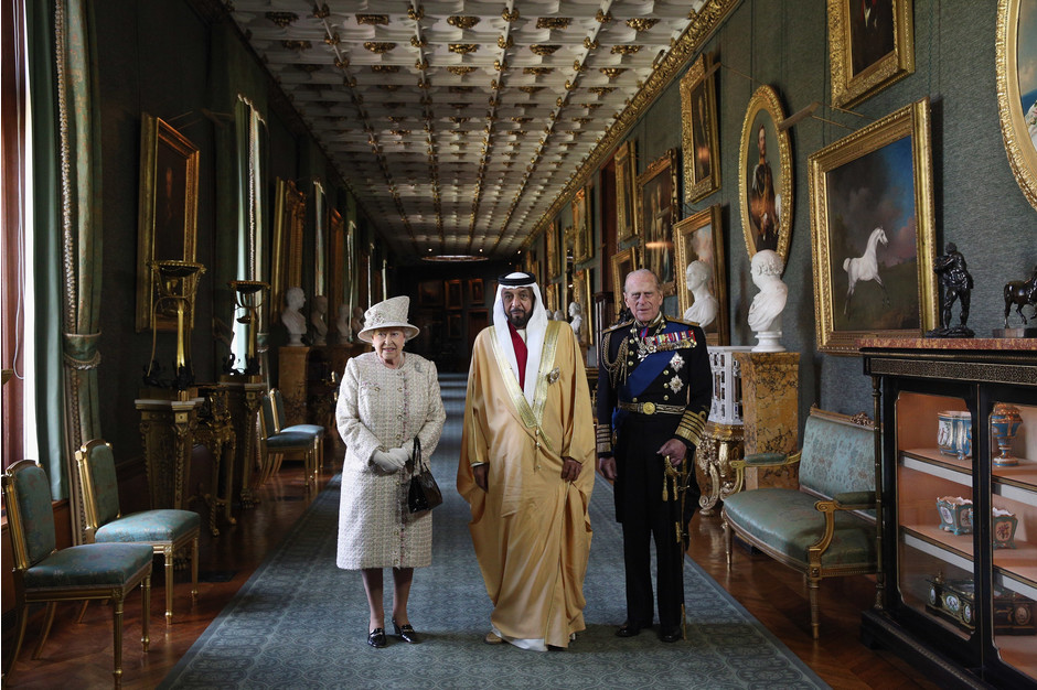 Елизавета II, шейх Халифа бен Заид Аль Нахайян и принц Филипп. Хамдан бин Мохаммед бин Рашид аль-Мак
