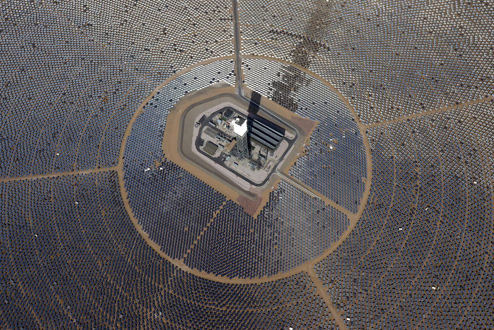Гелиостаты солнечной электростанции Айванпа, 20 февраля 2014. (Фото Ethan Miller | Getty Images