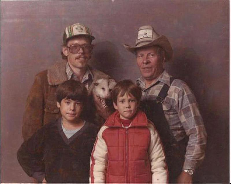 8. Семейное фото с любимым чучелом.