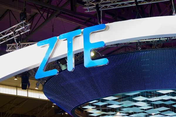 CES 2017: ZTE представила мобильные телефоны Blade V8 Pro иHawkeye