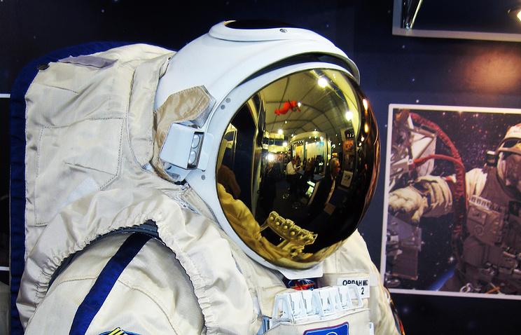 Выход космонавтов воткрытый космос могут отложить из-за потери скафандра