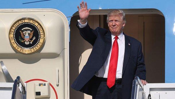 Американский военный самолёт подлетел недалеко клайнеру Трампа