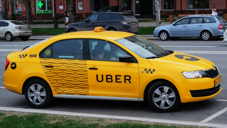 Крупнейшие сервисы такси в Москве заявили о проблемах из-за сбоя в сотовых сетях