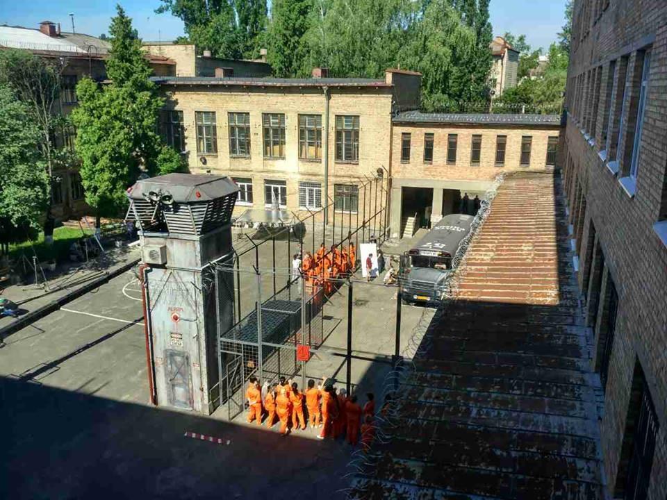 Школа Киева «превратилась» вамериканскую тюрьму