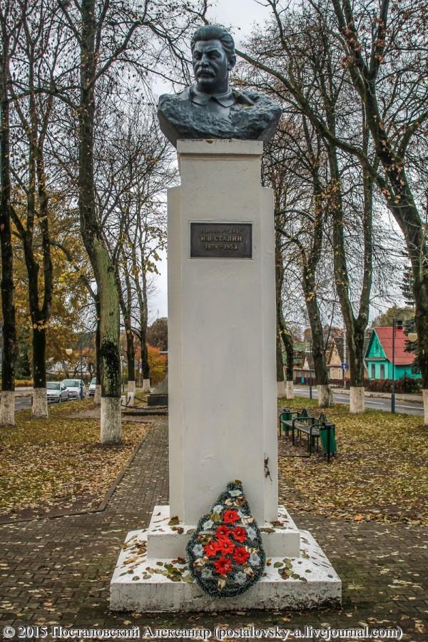Памятник Сталину в Свислочи. Гродненская обл. Белоруссия.jpg