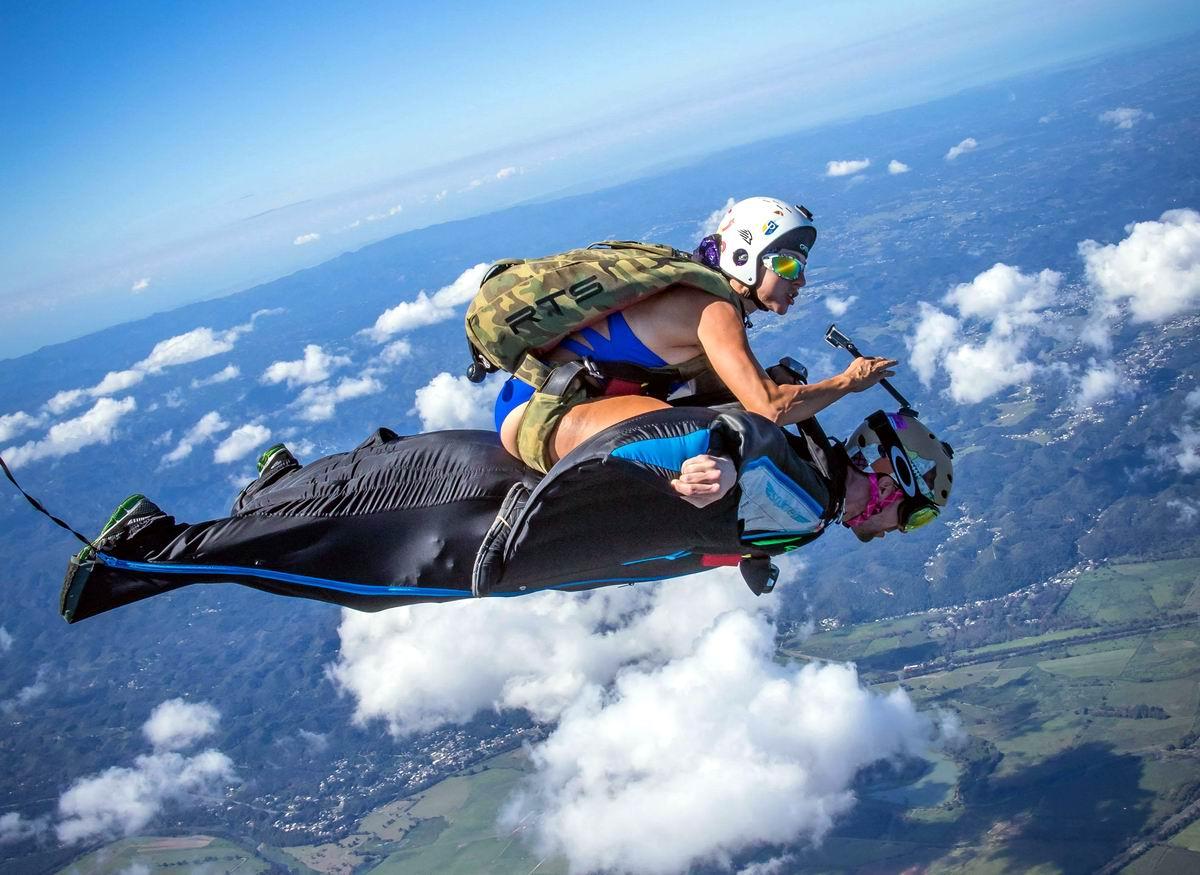 Пять минут - полет нормальный!: Воздушная укротительница необъезженных бэтмэнов