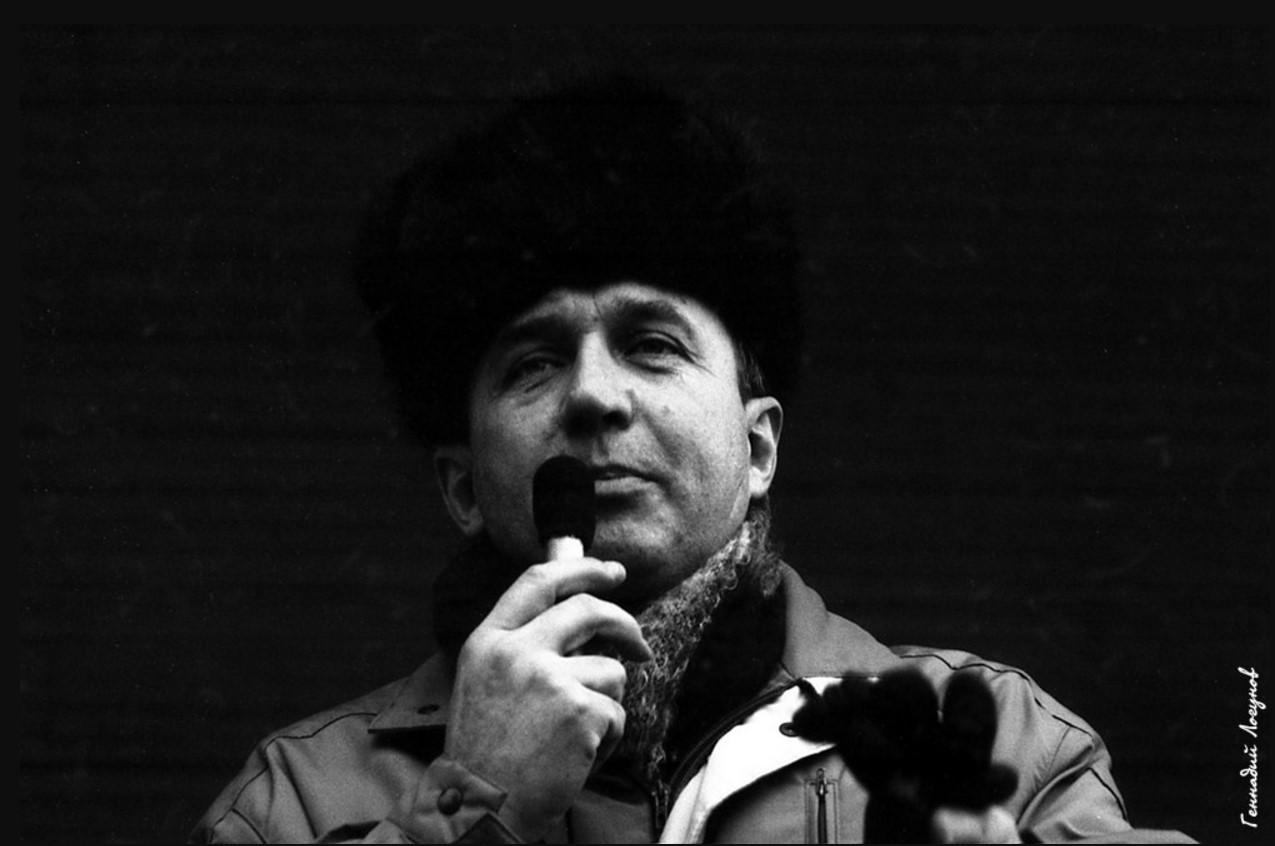 Нижний парк. Свое видение ситуации на существующие проблемы в городе излагает Сергей Дмитриевич Зверев - председатель исполкома городского Совета депутатов