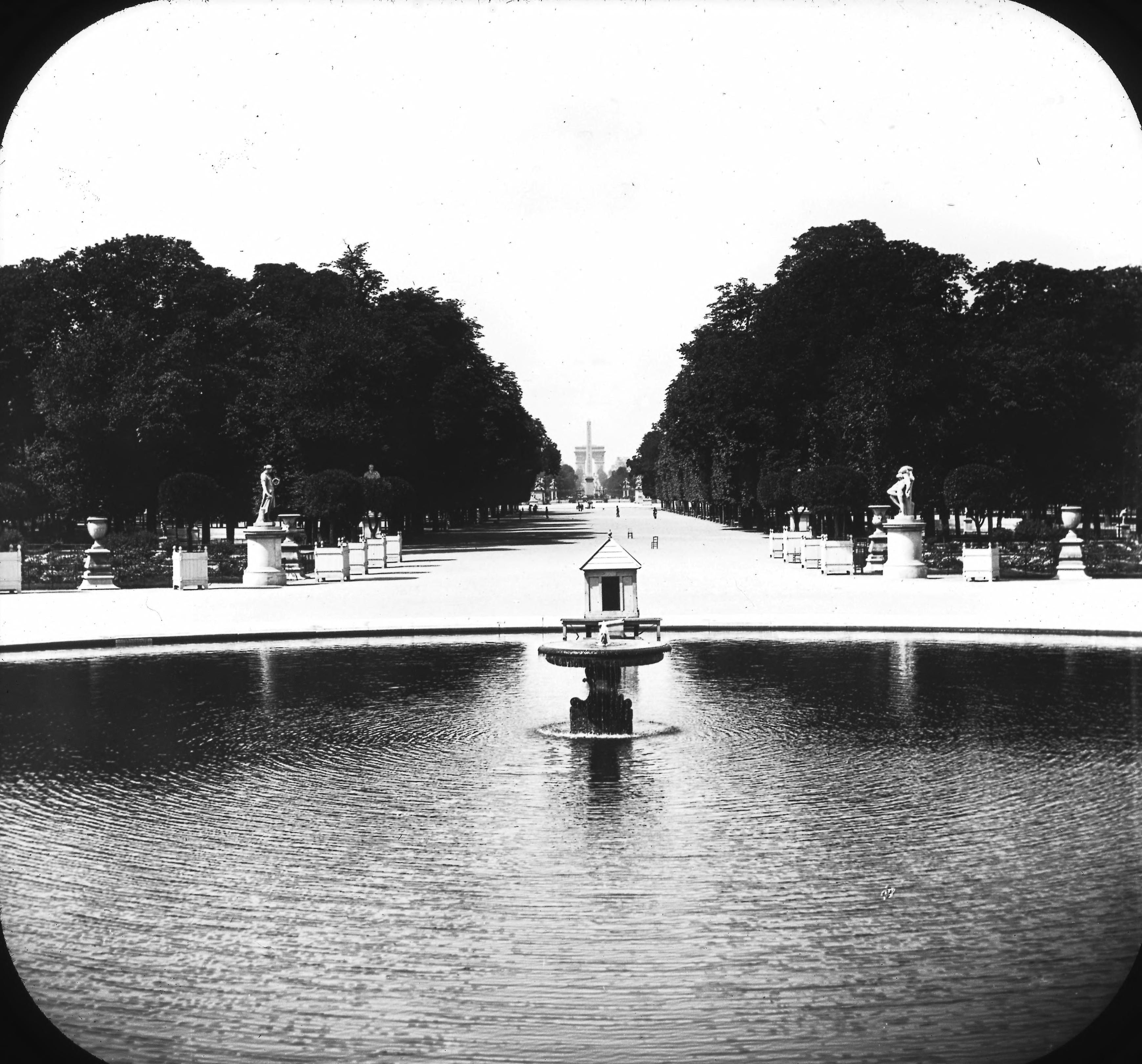 Тюильри. Сад. Вид на площадь Согласия и Триумфальную арку