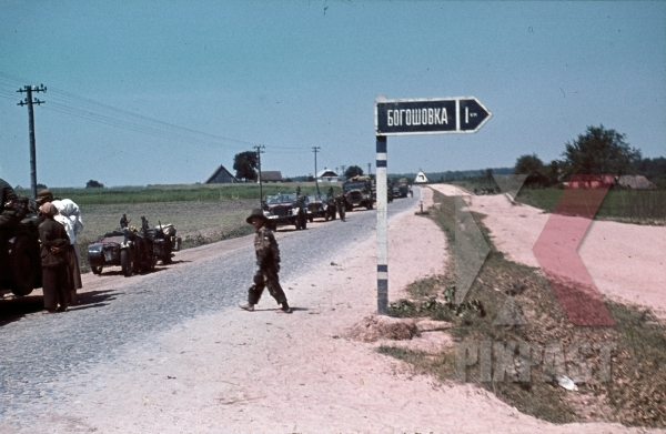 stock-photo-14th-panzer-division-driving-past-gorowobka-russia-1941-8878.jpg