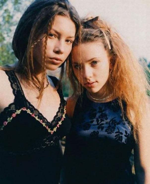 16-летняя Джессика Бил и 14-летняя Скарлетт Йоханссон, 1998 год.