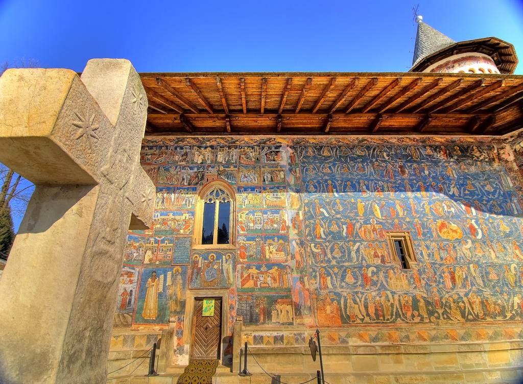 Когда именно были созданы эти фрески, неизвестно, однако сам монастырь начали строить в 1488 году по