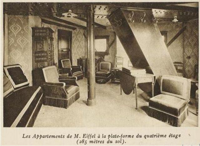 Во времена Эйфеля это маленькое помещение было заставлено деревянной мебелью, красочными обоями