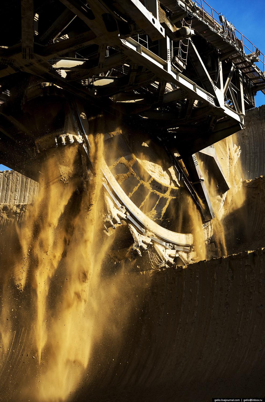 11. На колесо крепятся 24 ковша — 12 цепных и 12 подрезных, объемом 2000 и 1600 литров соответс
