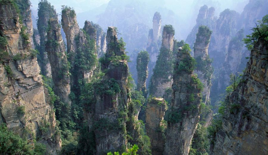 2. Горы Улинъюань, Китай Даже если вы никогда не были в Китае, вы могли полюбоваться великолепием эт