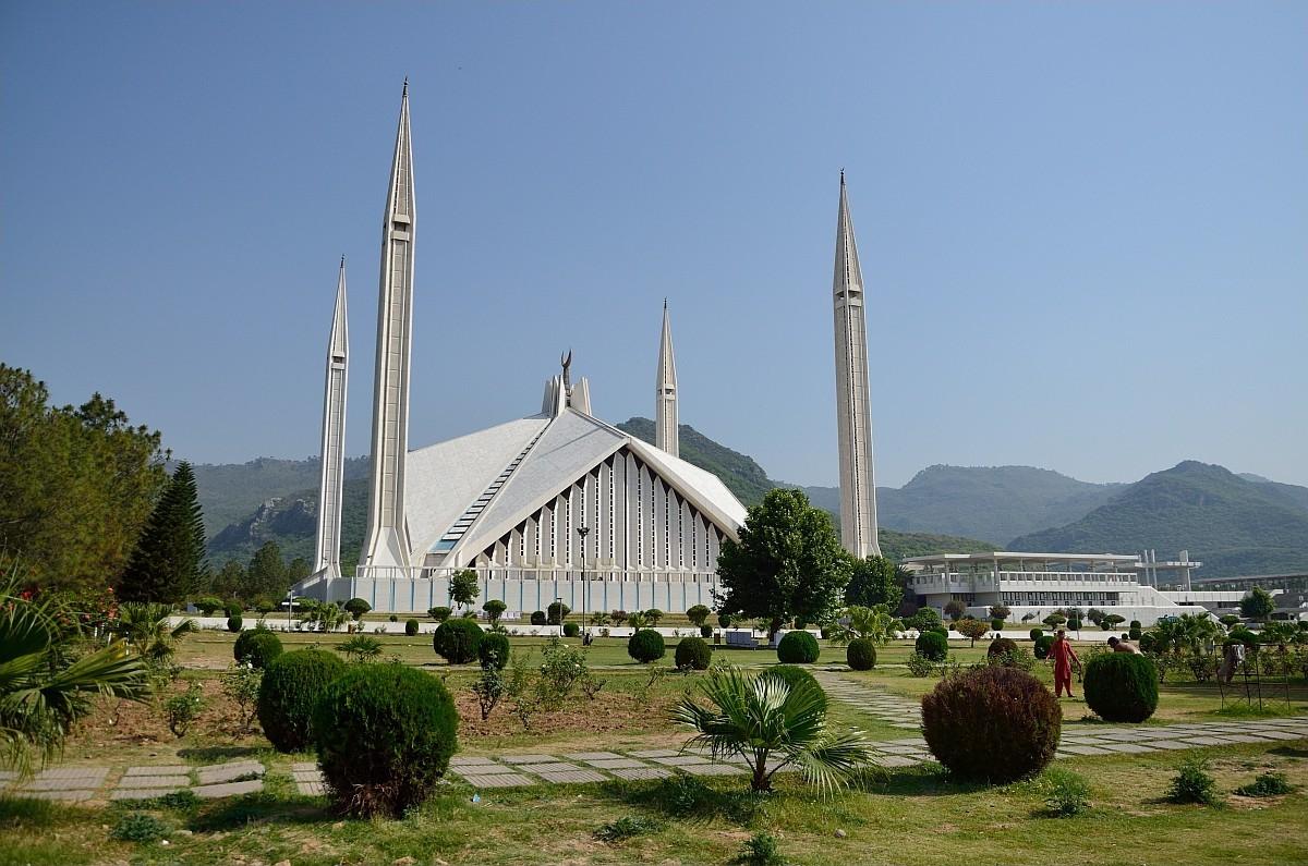 Столица Пакистана — Исламабад — это современный город, который был построен совсем недавно, в 1960 г