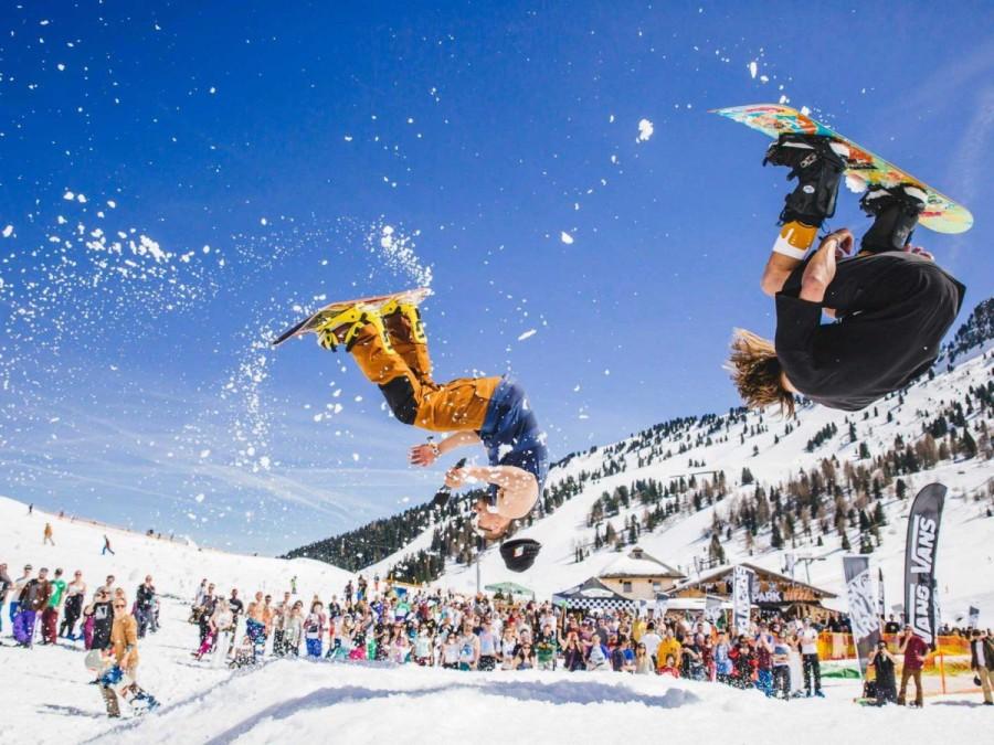 23. Австралийцы проводят в Майрхофене фестиваль Snowbombing, сочетающий в себе катание на лыжах и сн