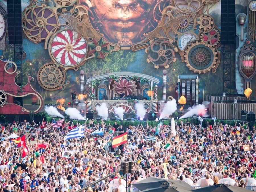 32. В последнюю неделю июля в Бельгии проходит фестиваль электронной музыки Tomorrowland, собирающий