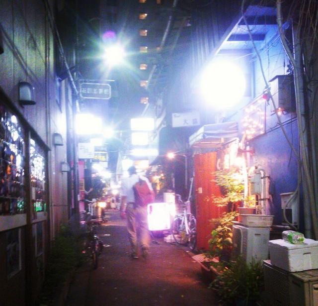 15. В районе Токио под названием Сндзюку имеется множество знаков о том, что съемка здесь запрещена.