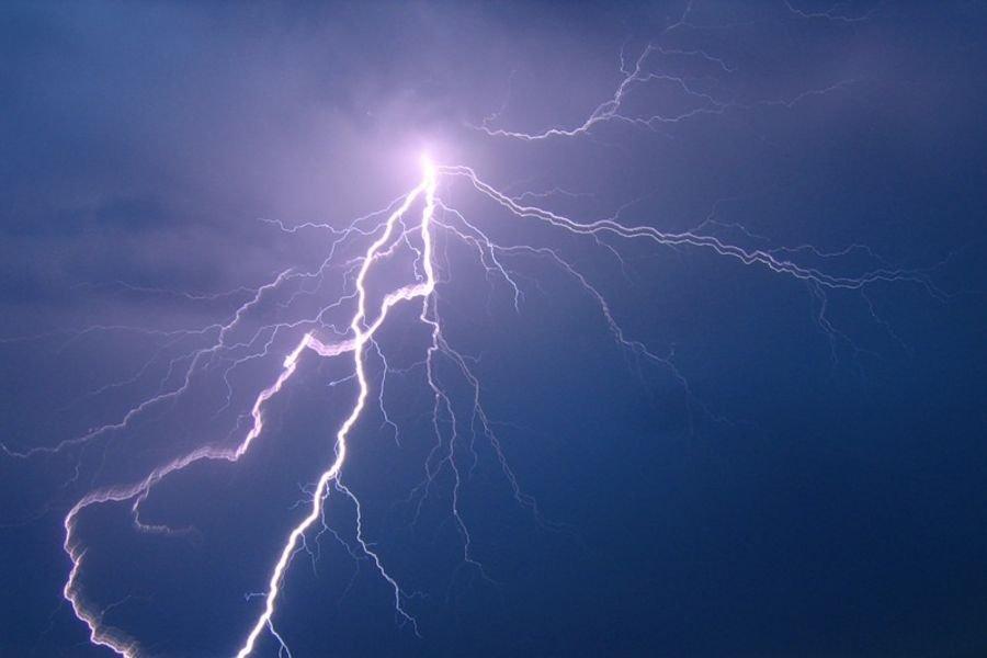 НаАлтае молния убила 18-летнего студента впроцессе футбольного матча