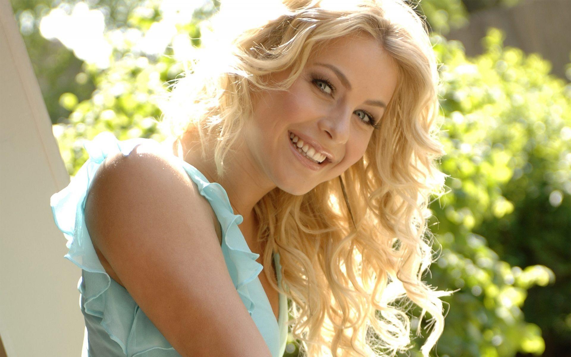julianne_hough_devushka_ulybka_blondinka_1920x1200.jpg