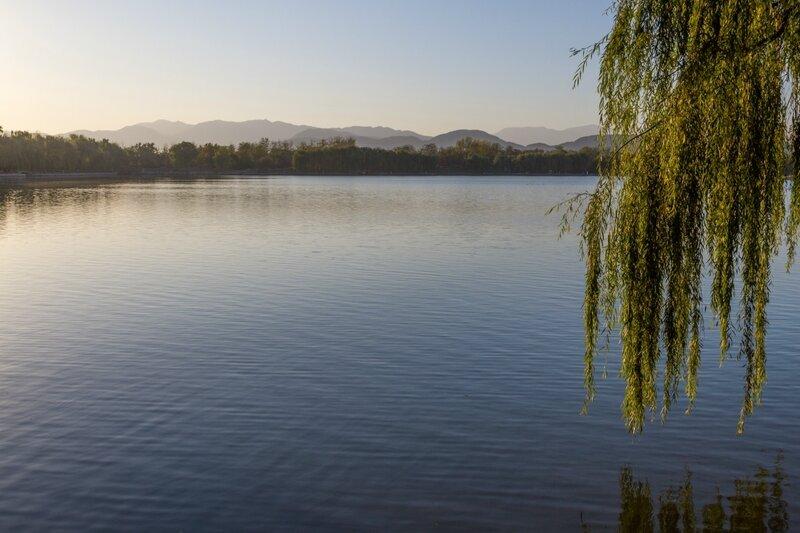 Озеро Фухай в парке Юаньминъюань, Пекин