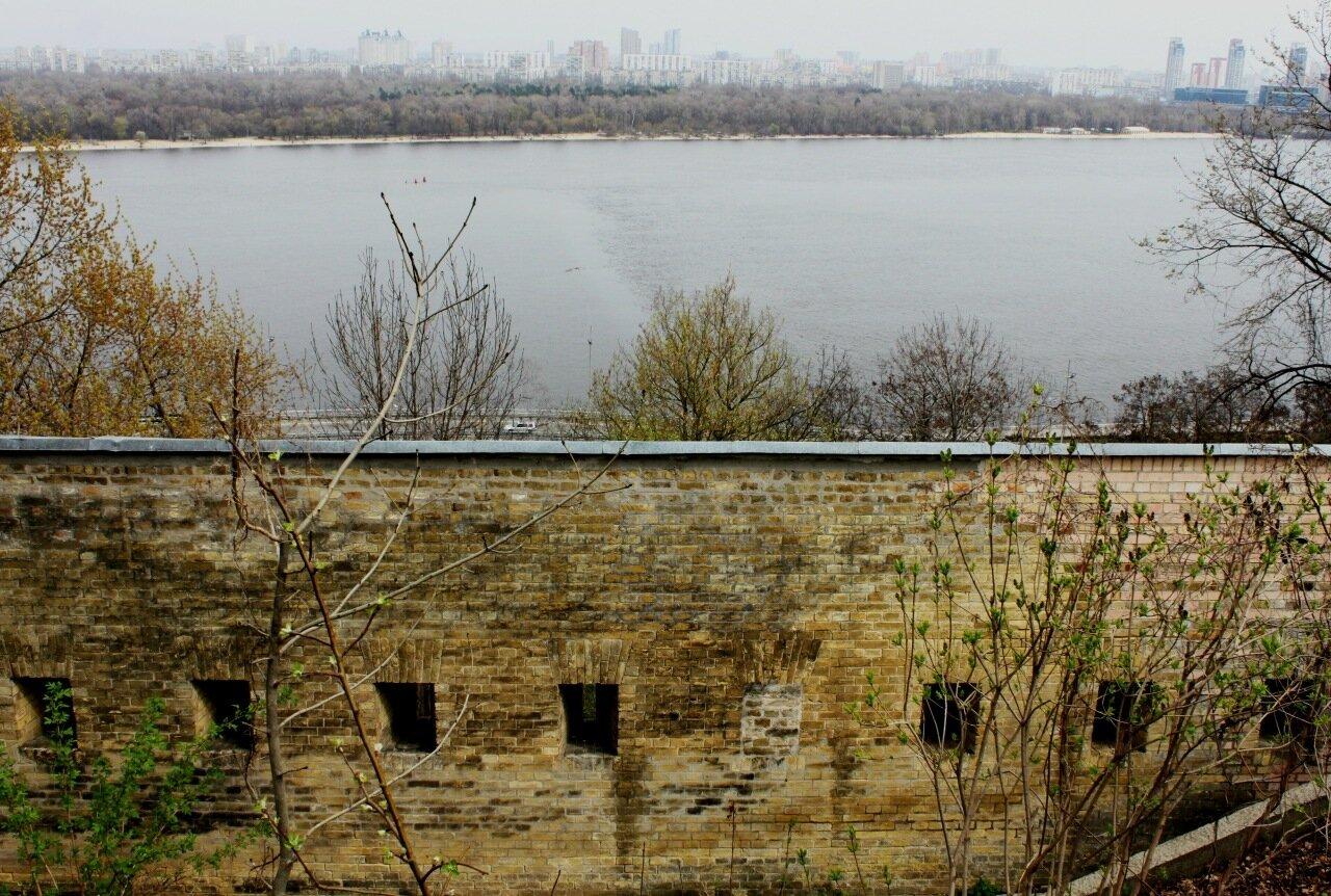 Вид на Днепр с обзорной площадки Дальних пещер