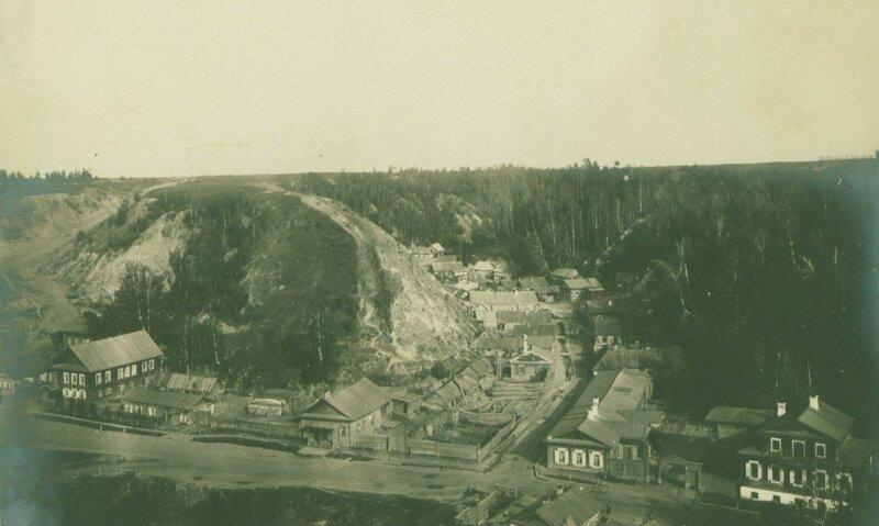 1904 Вид сверху на предместье города Тобольска,расположенное между склонов мыса Чукман и Панина бугра.jpg