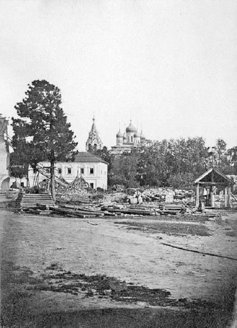 Вид в сторону Троицкой церкви