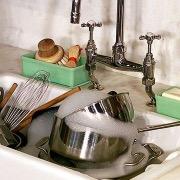 Раковина с посудой