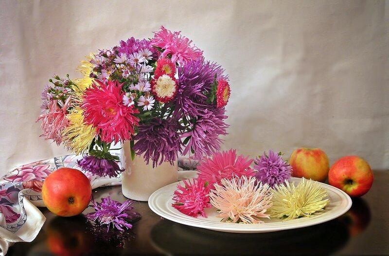 В цветах - душа, и жизнь, и вдохновенье....
